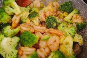 Camarones con brócoli estilo chino