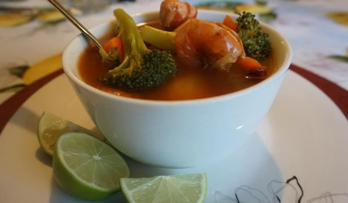Caldo de Camaron con Chipotle y Verduras