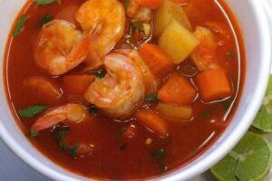 receta de Caldo de Camarón con Chipotle y verduras