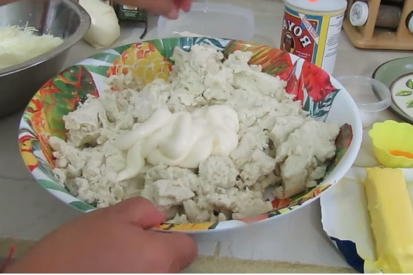 preparando-la-masa-para-las-rosquillas-hondureñas