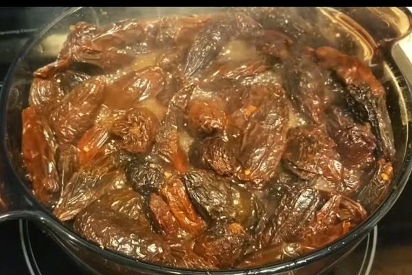 Cocción de los chiles para los tamales veracruzanos