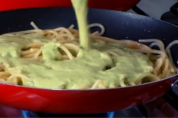 Cocción Final del espagueti verde